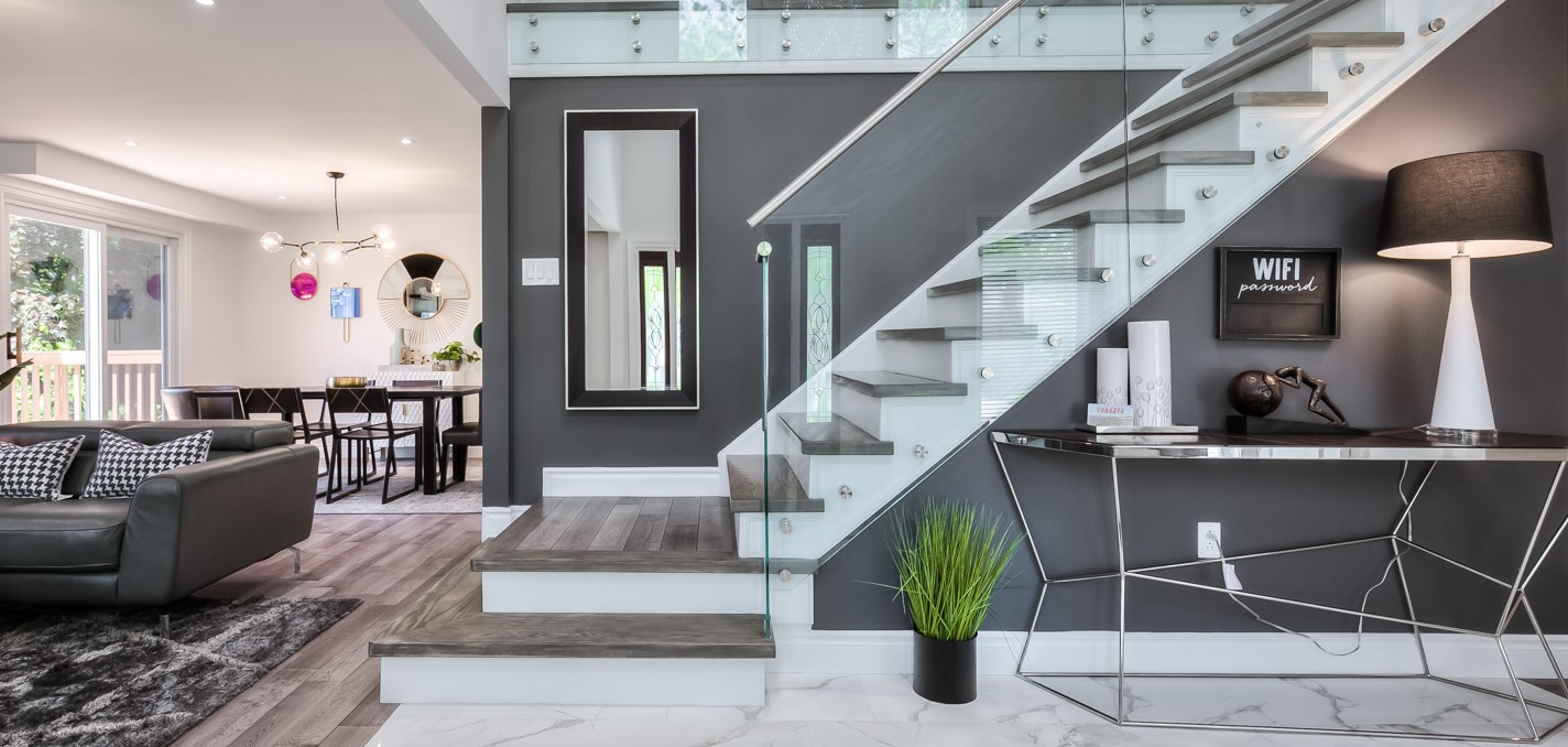 Entrance with glass railing