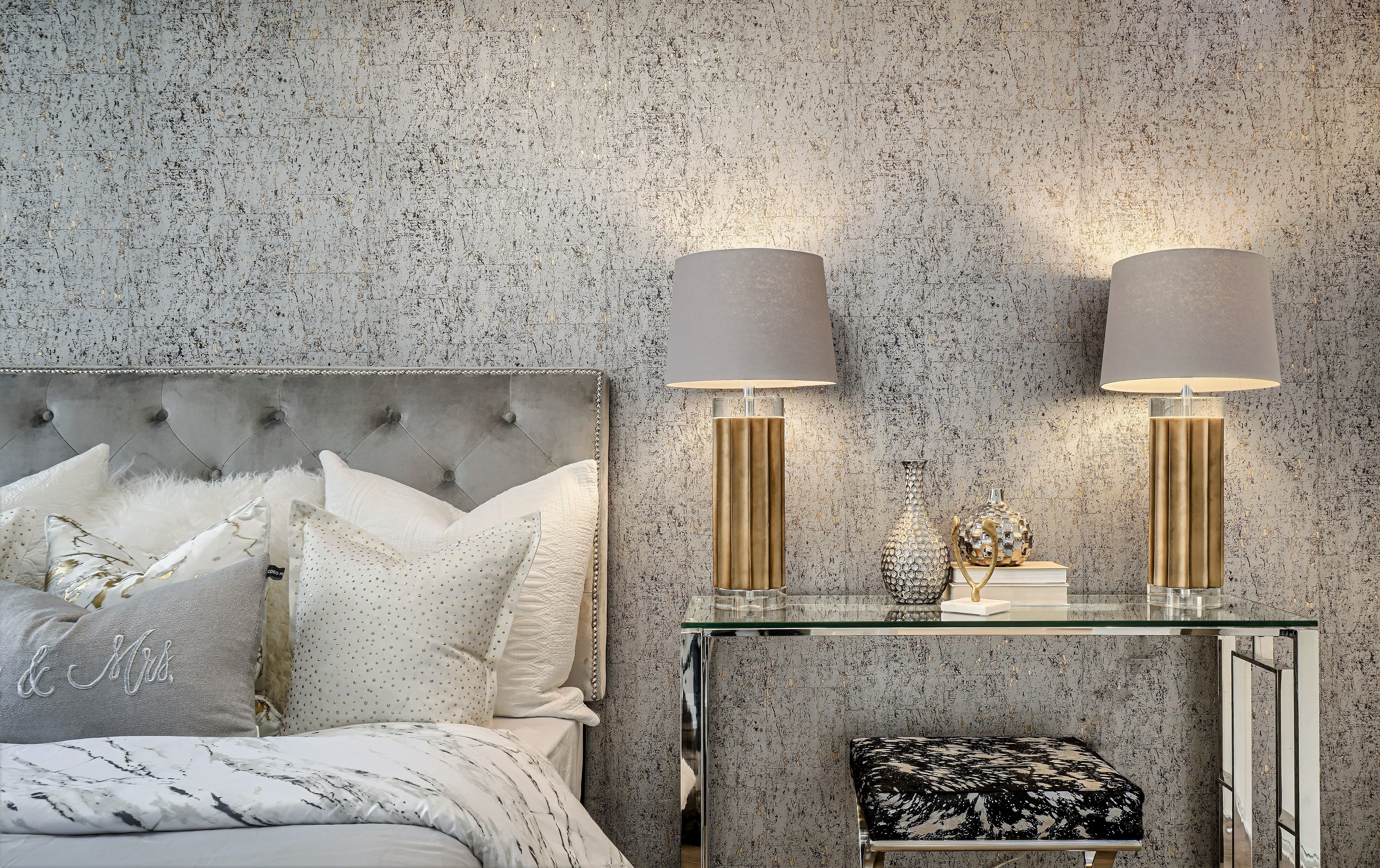 Cork-like wallpaper - bedroom Gta Fine interiors